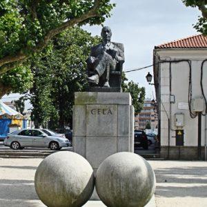 PADRÓN_Estatua-Camilo-José-Cela